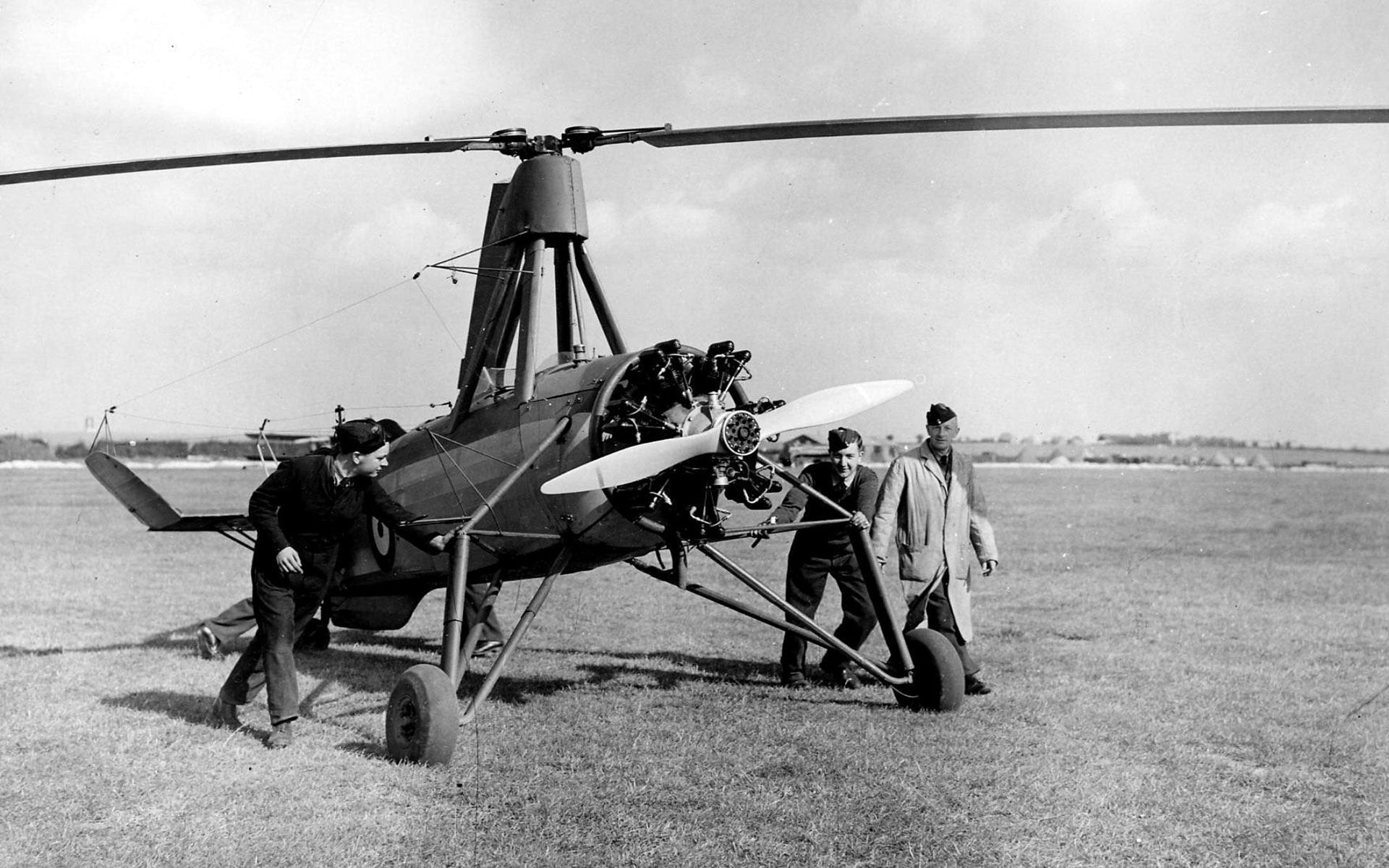 Avro Rota / Cierva C30 ready for take-off: left to right – Reggie Brie, Alan Marsh, Cyril Pullin (people's identity speculative) © Crown Copyright