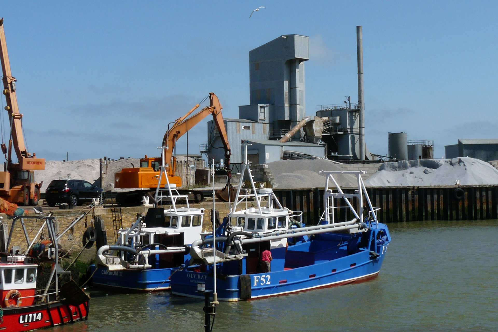 Whitstable : still a working harbour - © Jonathan Aylen